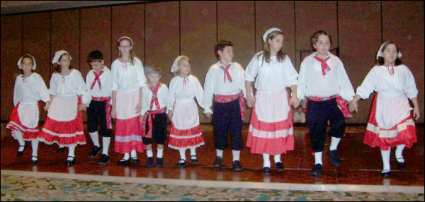 Childrens Group performs (2005)