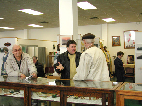 IFAFA Members explore the Cultural Center (2005)