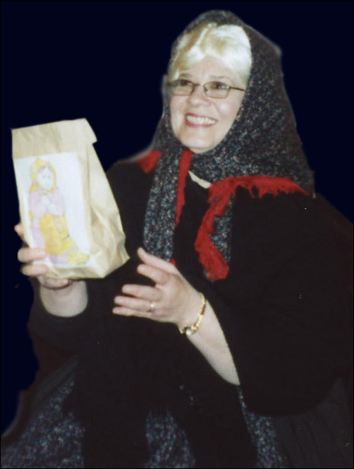 La Befana distributes presents (2005)